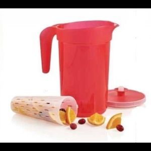New!!! Tupperware 2 Qt infusion pitcher